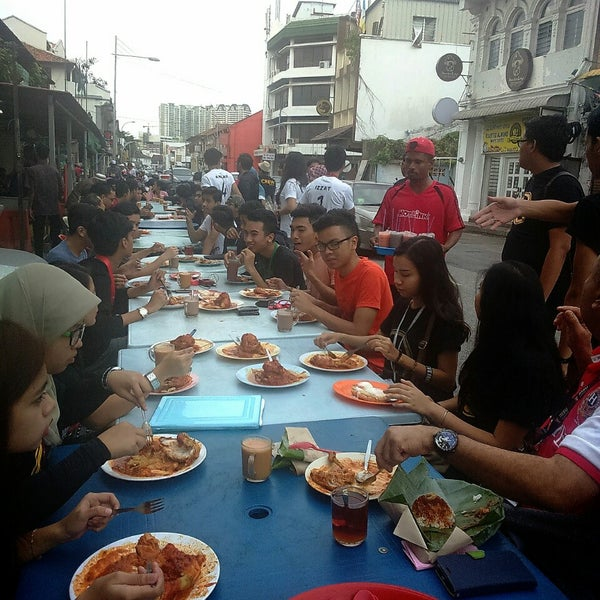 Photo taken at Roti Canai Transfer Rd. by Via D. on 1/31/2015