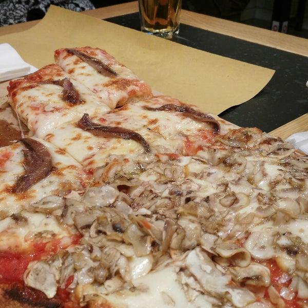 Pizza ottima ma armatevi di pazienza perché il servizio è lento. Non accetta prenotazioni: malissimo. Ma top la simpatia delle ragazze ai tavoli. Ottime le soluzioni gluten free