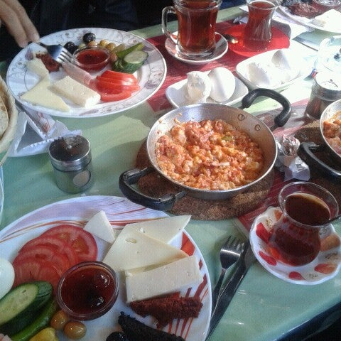 10/26/2013 tarihinde Elif К.ziyaretçi tarafından Café Faruk'de çekilen fotoğraf