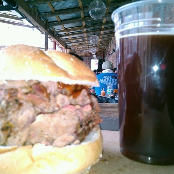 Foto tomada en Pinche Gringo BBQ Patio por Alejandro R. el 4/24/2014