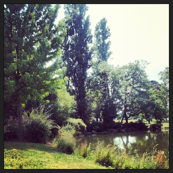 Photo taken at Lac Daumesnil by Marion G. on 7/17/2013