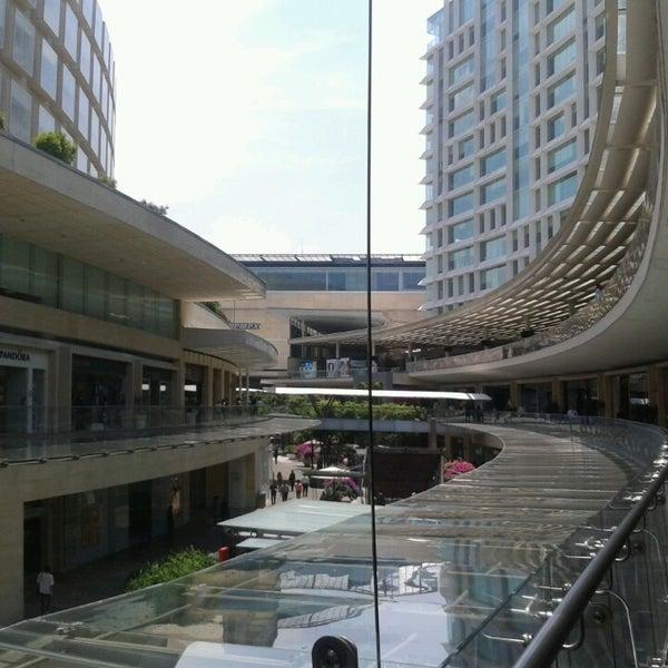 Foto tomada en Antara Fashion Hall por Jaquelin R. el 5/31/2013