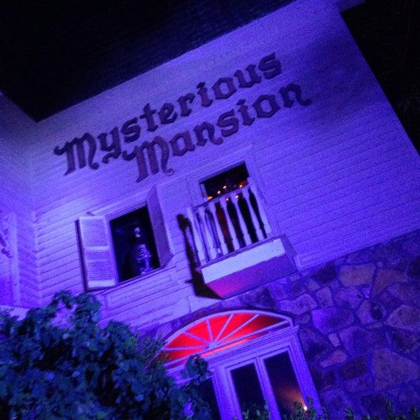 Foto diambil di Mysterious Mansion oleh Jenny K. pada 6/20/2013
