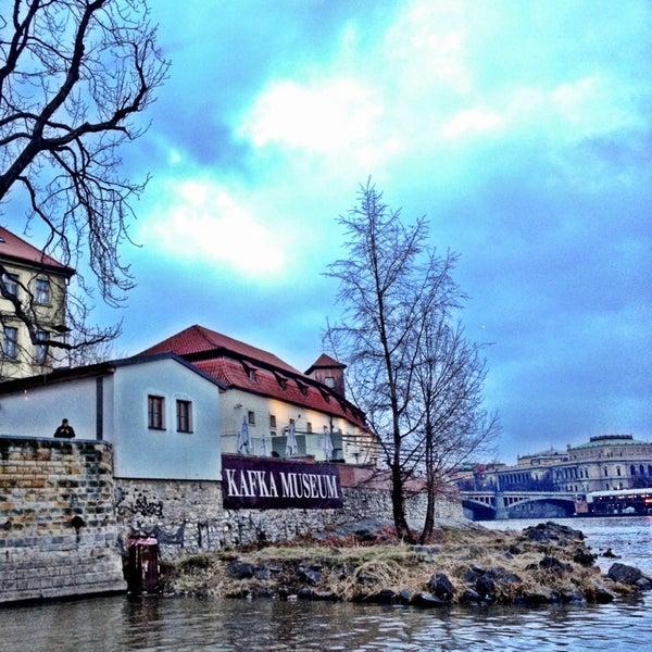 12/20/2012 tarihinde Mikhail S.ziyaretçi tarafından Franz Kafka Museum'de çekilen fotoğraf