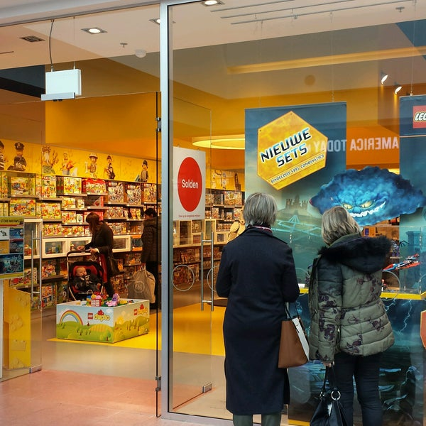 Photo taken at LEGO Store by Geens S. on 1/12/2017
