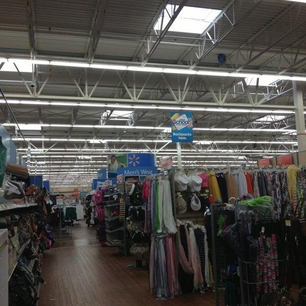 Снимок сделан в Walmart Supercenter пользователем Giovanna B. 8/10/2013