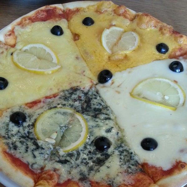 Пицца 4 сыра... все сыры по-отдельности. Горчий дорблю так себе (