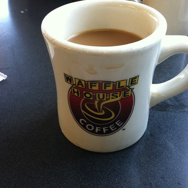 Photo taken at Waffle House by Ivana F. on 10/13/2013