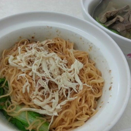 Photo taken at 阿財雞絲麵 by dumbbear89 on 12/28/2012