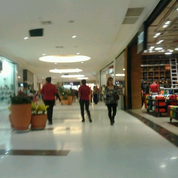 Foto tirada no(a) Boulevard Shopping Campos por Alberto L. em 5/25/2013