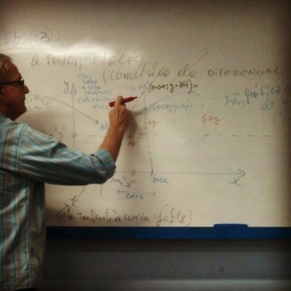 Foto diambil di UNINASSAU - Centro Universitário Maurício de Nassau oleh Henrique T. pada 9/28/2012