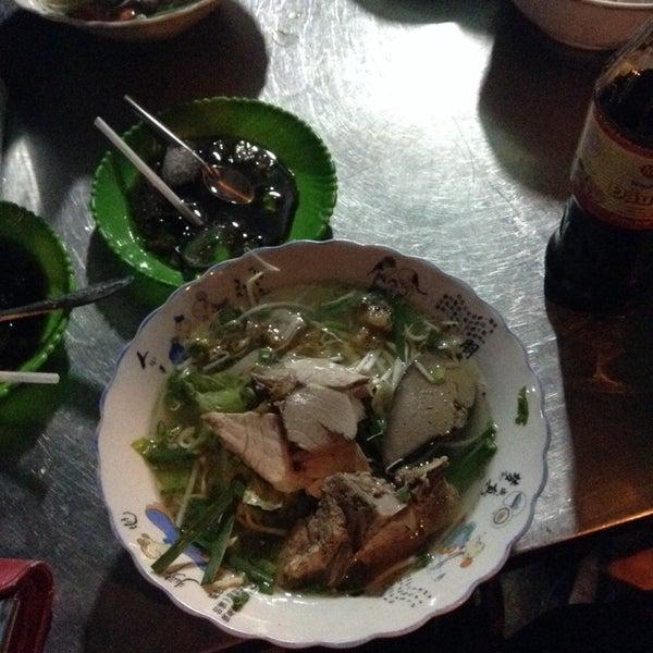 Photo taken at Hủ tíu Mỹ Tho đặc biệt by Giang T. on 3/1/2014