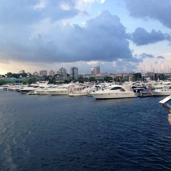 7/24/2013 tarihinde Bhct (.ziyaretçi tarafından Ataköy Marina'de çekilen fotoğraf