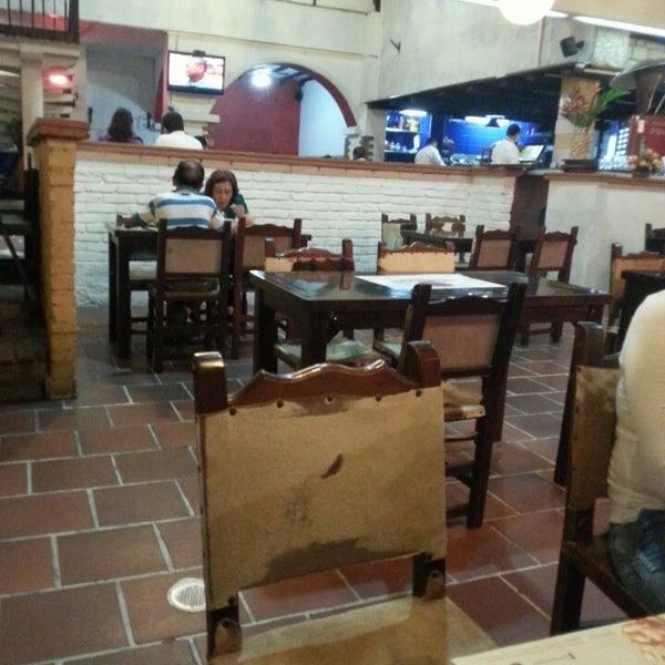 Foto tomada en Restaurante Tony por Tonly T. el 8/28/2013