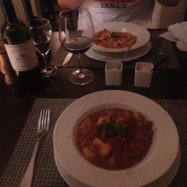 O MELHOR restaurante que já fui. O ambiente é aconchegante e romântico, o atendimento é otimo e a comida é de comer rezando! A massa do Gnocchi é surreal, vale a pena experimentar!