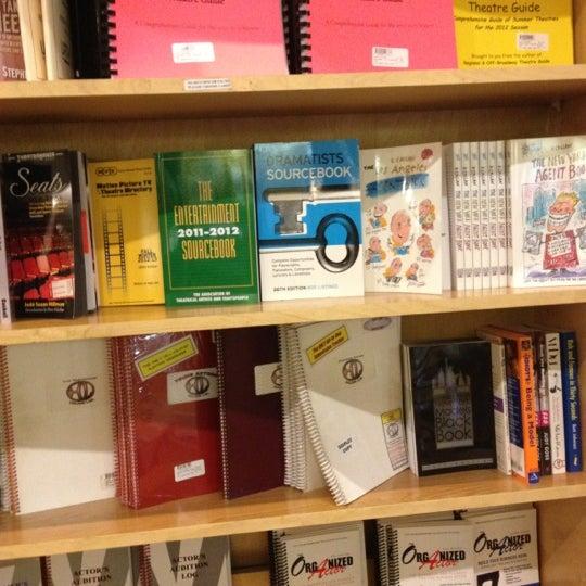 Foto tomada en Drama Book Shop por JeiHoodie el 11/26/2012
