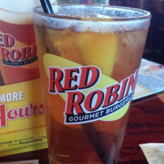 Photo taken at Red Robin Gourmet Burgers by Susan C. on 6/6/2013