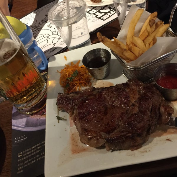 Photo taken at Outback Steakhouse by Welson T. on 1/15/2017
