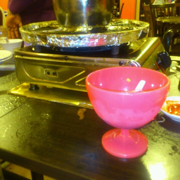 Photo taken at Mak Engku Steamboat & Grill by nurhafieza y. on 5/18/2014