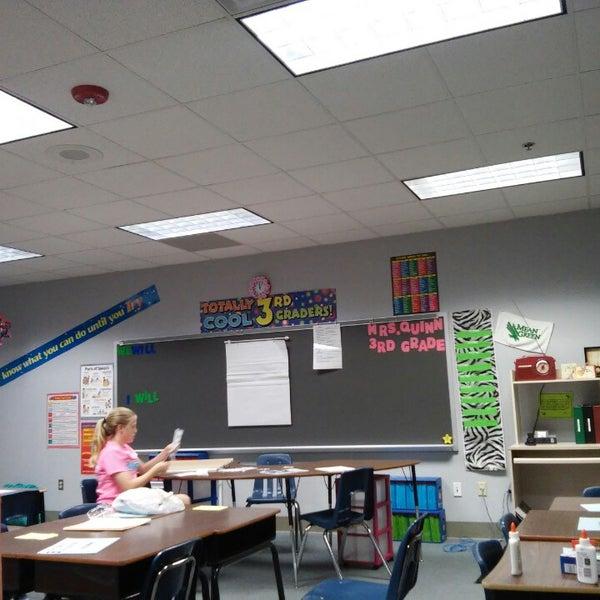 Foto tomada en Oakmont Elementary por Janine Q. el 8/22/2014