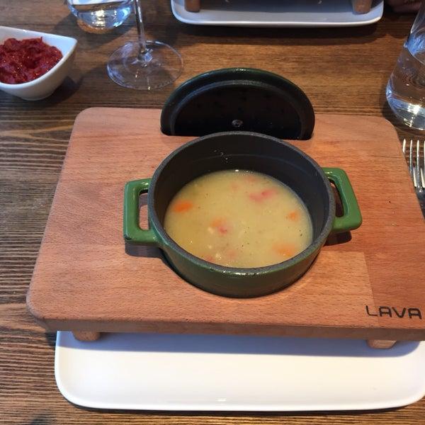 Begova çorbası, şahane köfteler, ayrıca çok güzel bir mekan. Seviste bir o kadar iyi