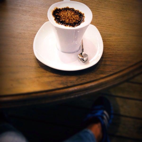 10/8/2016 tarihinde Acem K.ziyaretçi tarafından Caffe Sydney'de çekilen fotoğraf