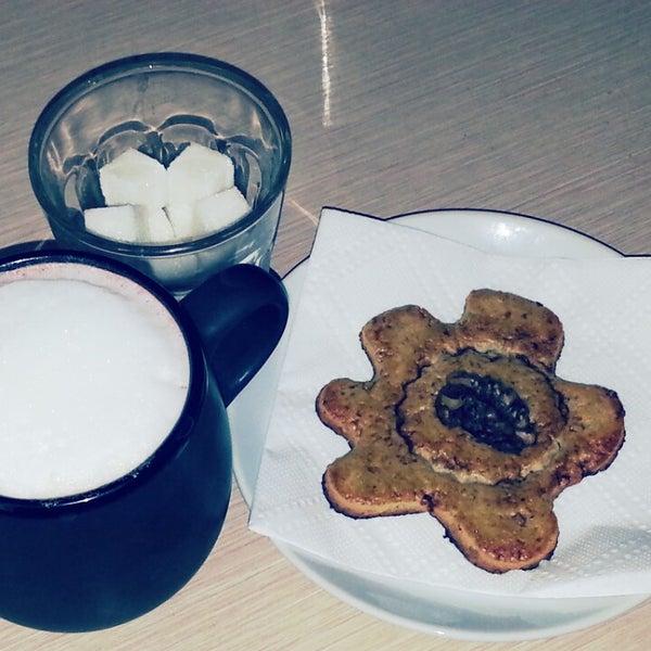 Снимок сделан в Good Morning Coffee пользователем Владимир Т. 5/14/2013