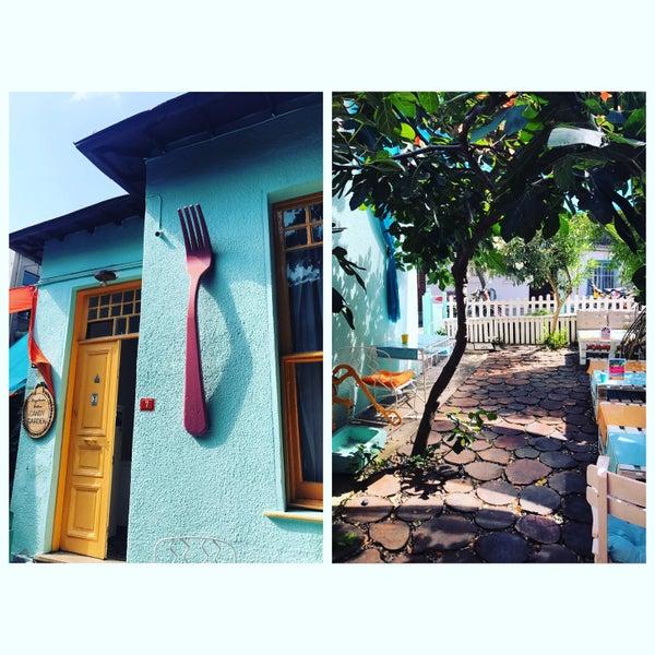9/4/2017에 Baha A.님이 Büyükada Bistro Candy Garden에서 찍은 사진