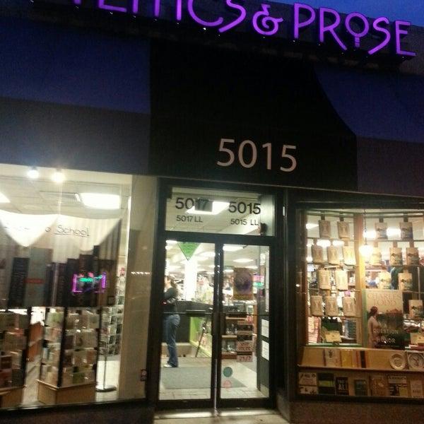 Foto tirada no(a) Politics & Prose Bookstore por Maria S. em 9/27/2013