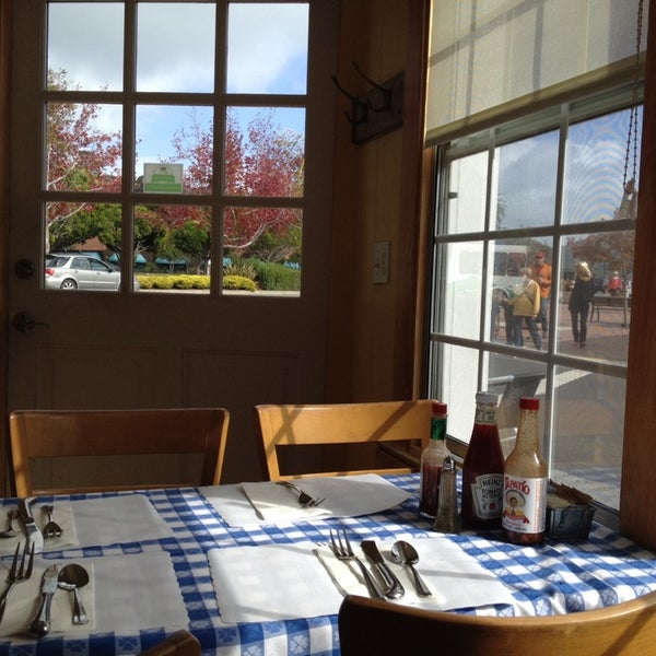 Photo taken at New Morning Cafe by Park S. on 10/25/2014