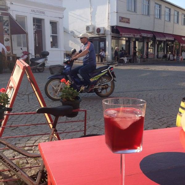 6/8/2013 tarihinde Burcu Ö.ziyaretçi tarafından Ada Cafe'de çekilen fotoğraf