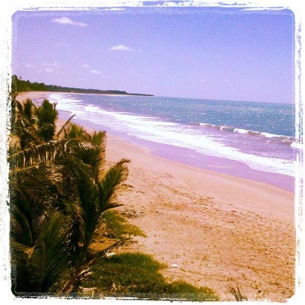 Foto tirada no(a) Praia Mirante da Sereia por Cristiellen G. em 3/31/2013