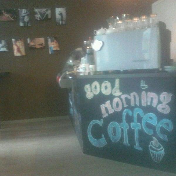 Снимок сделан в Good Morning Coffee пользователем Николай NiX D. 6/12/2013