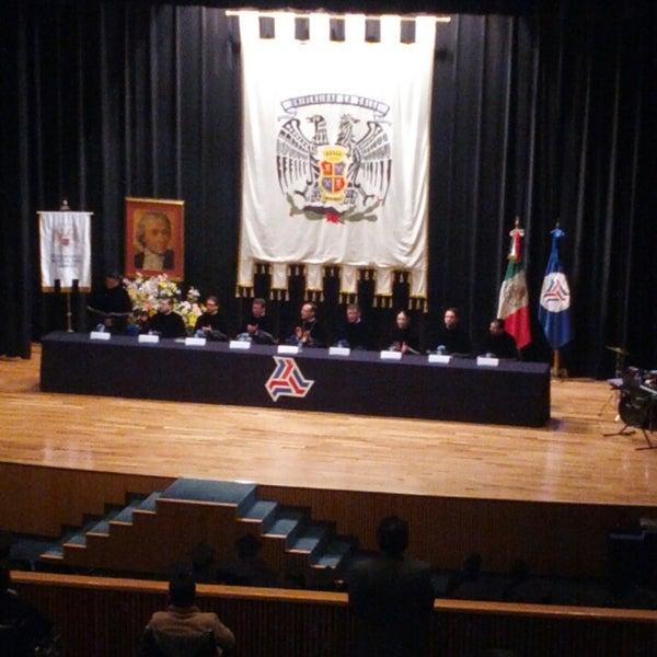Foto tomada en Universidad La Salle por Alberto G. el 7/26/2013
