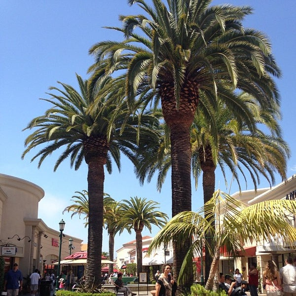 Photo taken at Carlsbad Premium Outlets by Ralph Larsen M. on 5/12/2013
