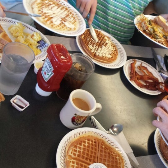 Photo taken at Waffle House by Kristin B. on 9/14/2013