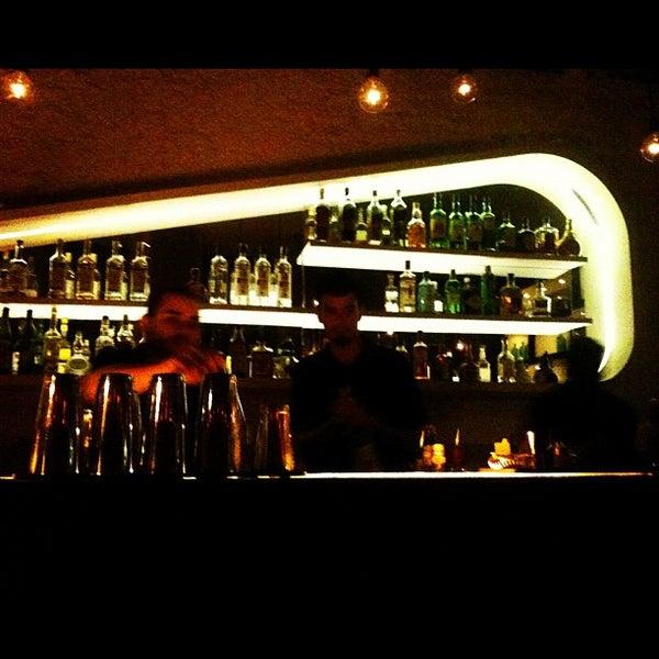 Foto tirada no(a) Meza Bar por Mariana S. em 11/20/2012