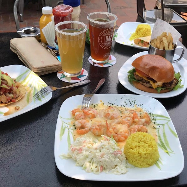Foto tomada en Duke's Burgers & Beer por Xime ♡ M. el 10/21/2017