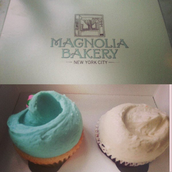 Photo taken at Magnolia Bakery by Ritchie N. on 5/18/2013
