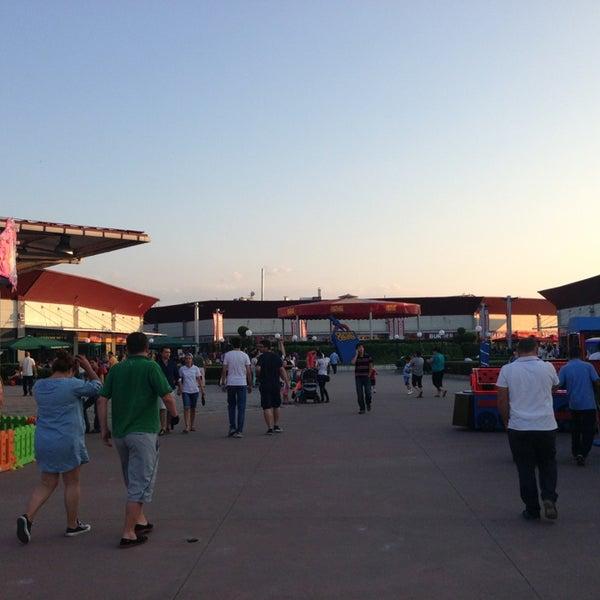 7/28/2013 tarihinde Bülent C.ziyaretçi tarafından Outlet Center'de çekilen fotoğraf