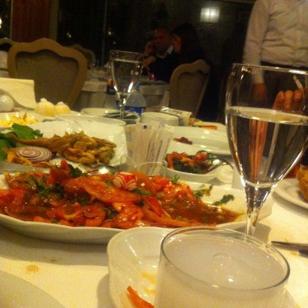 9/30/2013 tarihinde Kerem C.ziyaretçi tarafından Kalkan Balık Restaurant'de çekilen fotoğraf