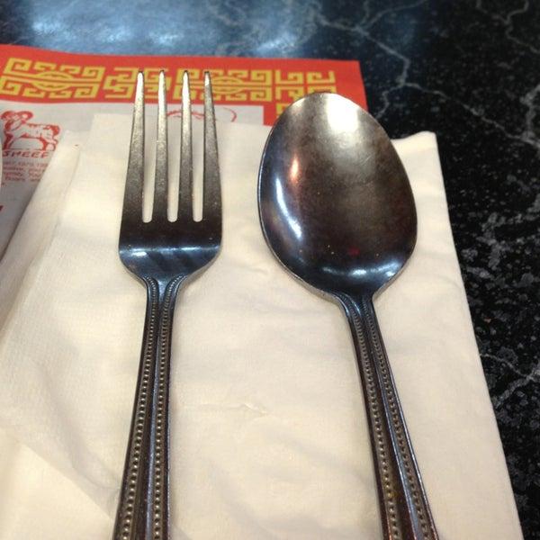 Photo taken at Chifa Du Kang Chinese Peruvian Restaurant by Juan Jose S. on 5/24/2013