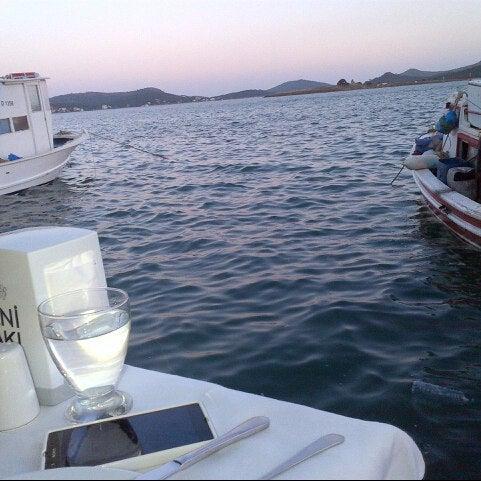 5/31/2013 tarihinde Figen G.ziyaretçi tarafından Cunda Deniz Restaurant'de çekilen fotoğraf