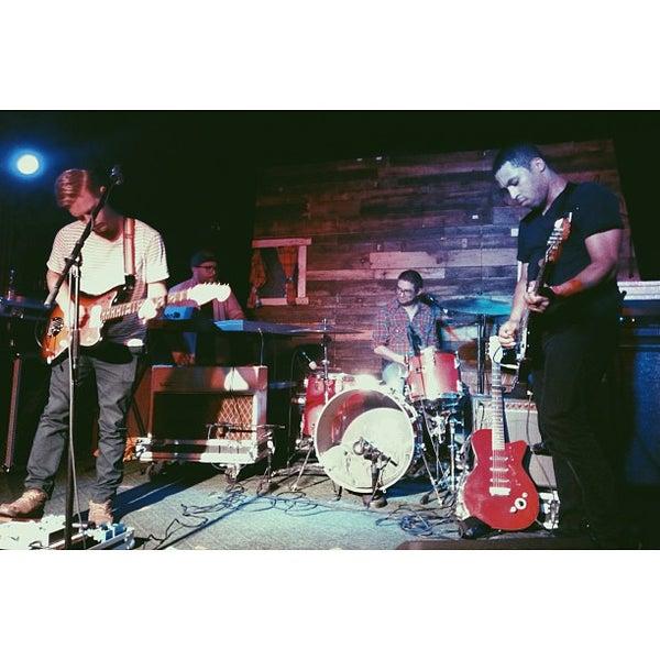 รูปภาพถ่ายที่ Woodruff's โดย Sara C. เมื่อ 9/8/2013
