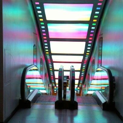 Снимок сделан в AMC Loews Lincoln Square 13 пользователем Mark O. 9/16/2012
