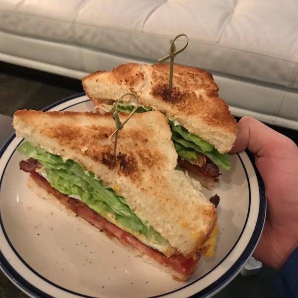 Foto tirada no(a) A Baked Joint por Cory S. em 4/25/2018