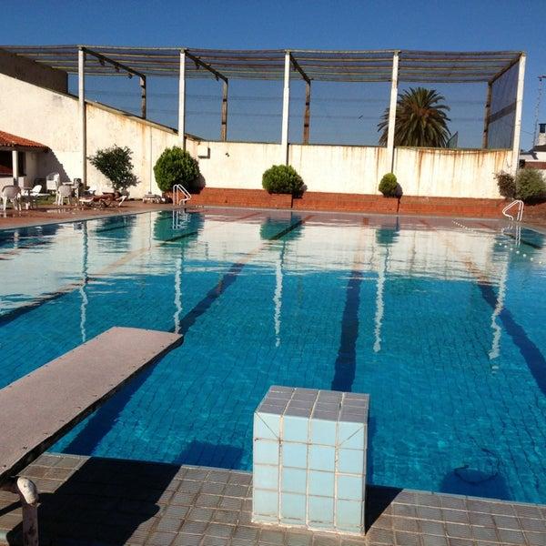 Piscina club banco comercial piscina en pocitos for Piscinas j martin caro