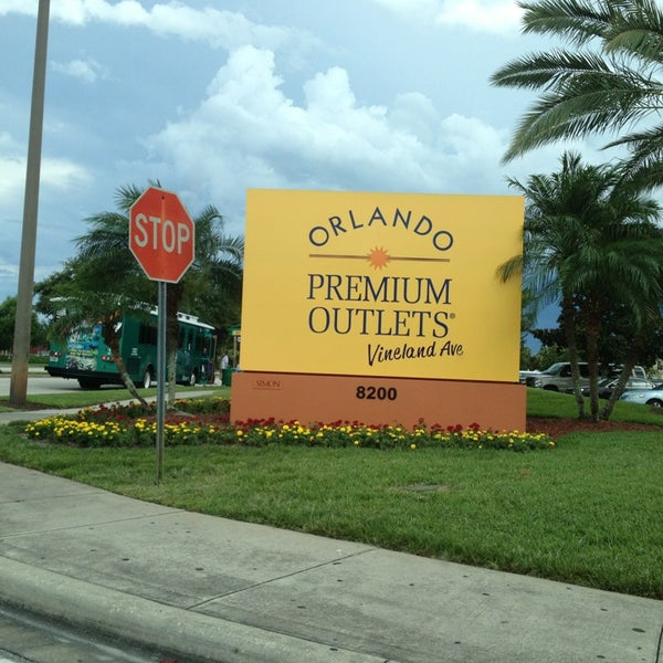Photo taken at Orlando Vineland Premium Outlets by Meg Philip A. on 6/27/2013