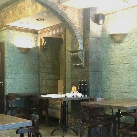 ✋: Довольно⬆цены для такого формата, аутентичный интерьер зала на любителя, в уборной симпатичнее 😂. Нутовые котлеты сухие. 👍: Концепт, обслуживание,🎶 Cafe del Mar правильной громкости 😌.