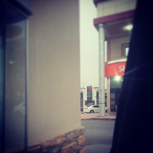 Photo taken at Dairy Queen by Raad A. on 3/29/2014